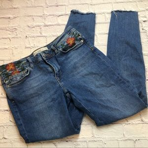 Zara skinny cropped embroidered distressed size 6